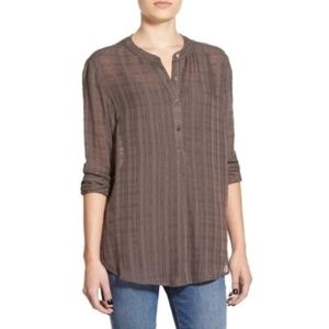 LUSH Bungee Cord Textured High Low Blouse | D371